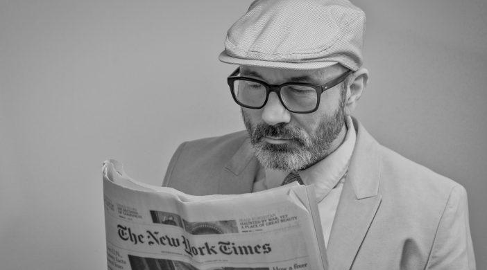 Vyras skaitantis laikraštį